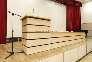 Стіл президії СП06 з трибуною